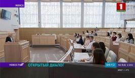 Учащихся Минского финансово-экономического колледжа пригласисли на встречу в главный зал Совета Республики